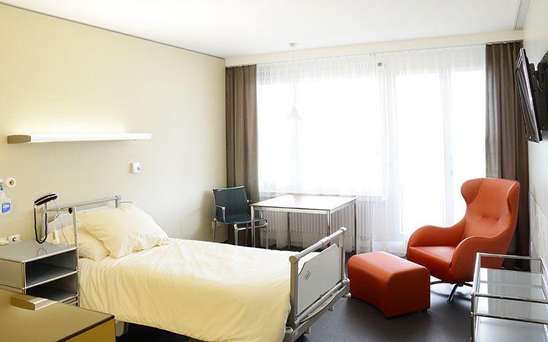 Dr. - Attila Vásárhelyi - Spezialarzt-Praxis für Orthopädische Chirurgie - Patientenzimmer