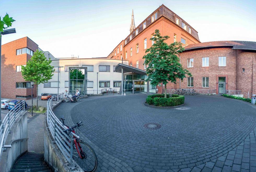 Prof. - Berthold Schneider - GFO Kliniken Bonn