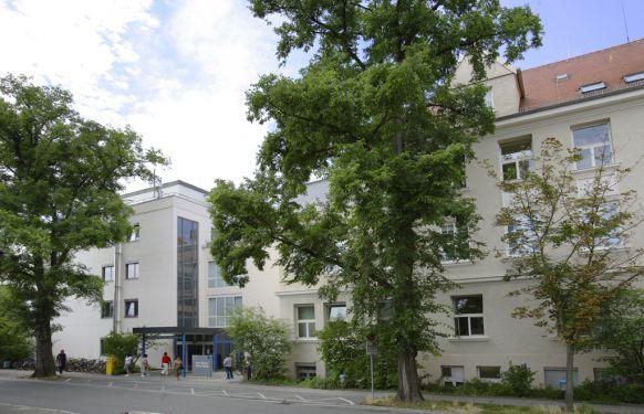 Prof. - Heinrich Iro - Universitätsklinikum Erlangen - Standort Waldstraße - Außenansicht